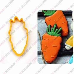 Paku Malzeme - Plastik Kalıp Havuç; 10*4,9 cm