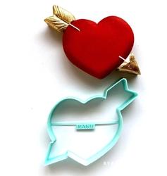 Paku Malzeme - Plastik kalıp Oklu Kalp Eros; 9,8*8,5 cm