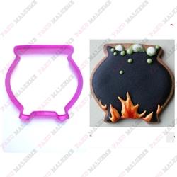 Paku Malzeme - Plastik Kalıp Cadı Kazanı; 8,5*8,2 cm