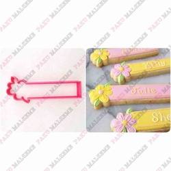 Paku Malzeme - Plastik Kalıp Çiçekli Plaka; 11*4 cm